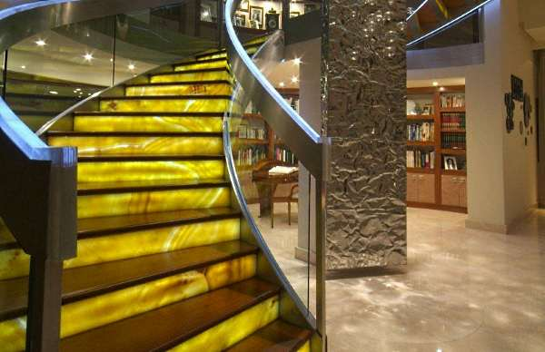lestnitsa iz oniksa - Лестницы из оникса