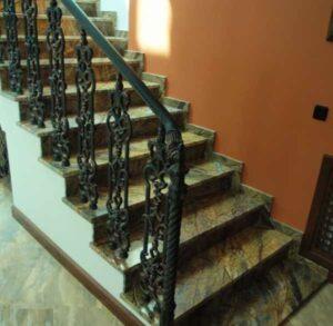 mramor 300x293 - Лестницы