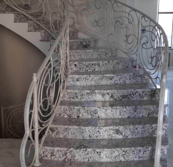 Гранитные лестницы, ступени: достоинства, разновидности